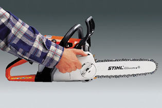 1994: Quick chain tensioner for chainsaws