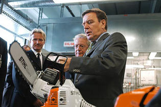 2004: German chancellor opens development centre